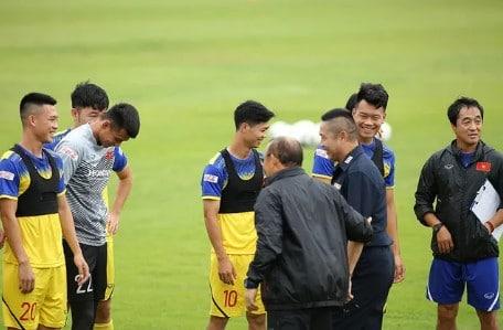 HLV Park Hang Seo đã gặp huyền thoại bóng đá Thái Lan gần đây 1